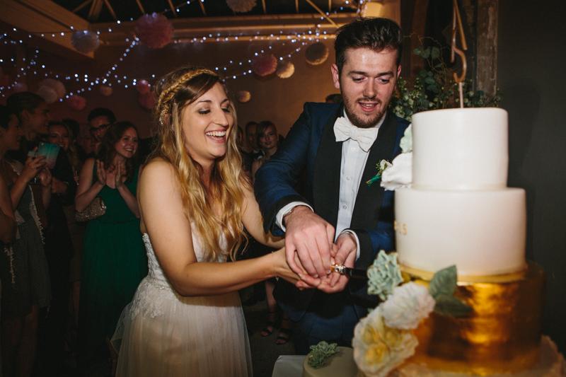 London wedding photographer, cutting the cake